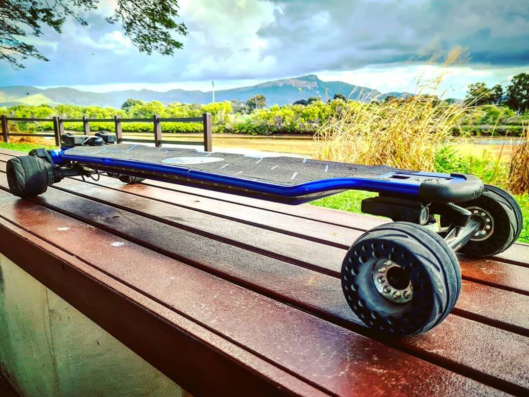 evolve board with boundmotor airless wheels